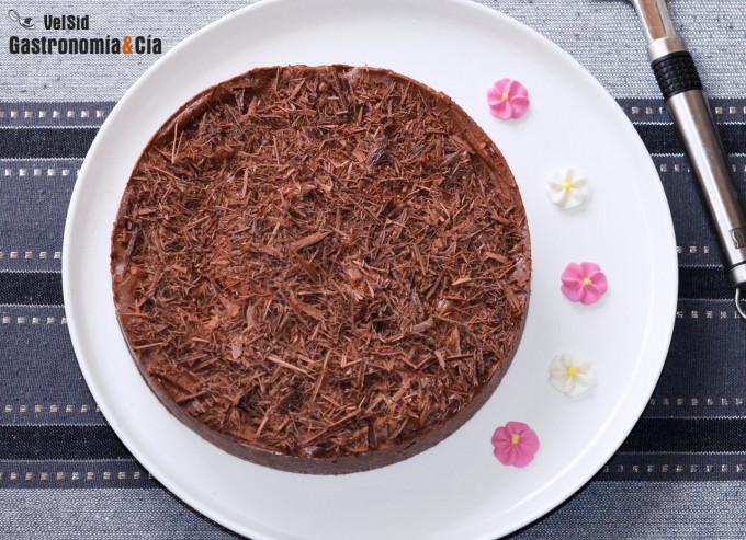 Tarta semifría de queso fresco y chocolate