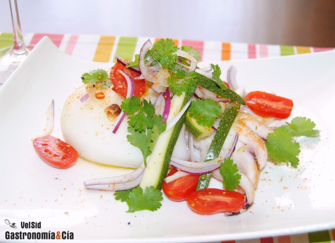 Sepia a la plancha con calabacín, tomate y cilantro