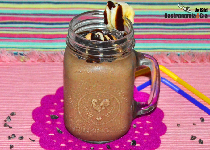 Smoothie de chocolate, plátano y cacahuete