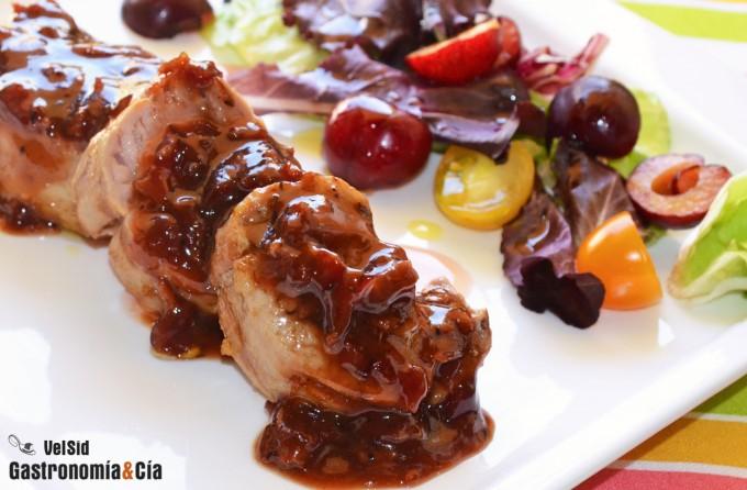 cocinar solomillo cerdo solomillo de cerdo a la parrilla con salsa ahumada de cerezas
