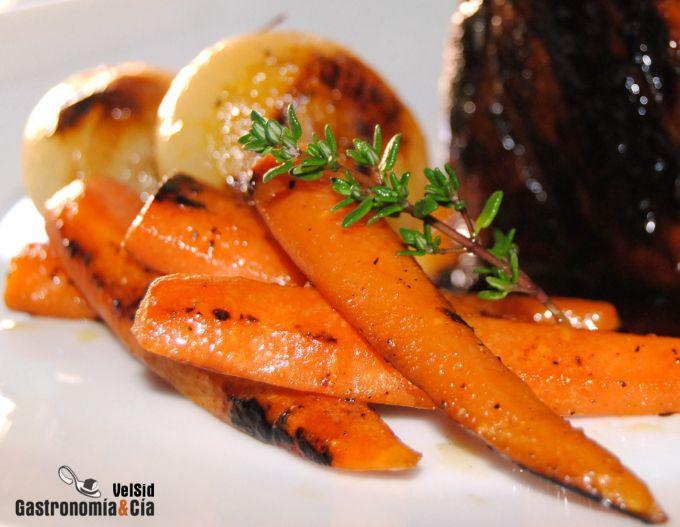 Solomillo con salsa hoisin, zanahorias ahumadas y cebol
