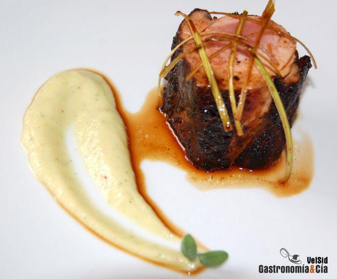 Solomillo con majado cubano y salsa picante de coliflor