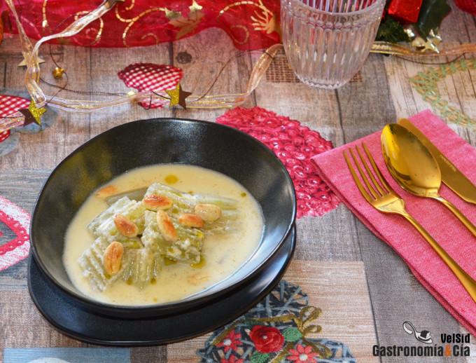 Sopa de almendras con cardos para Navidad