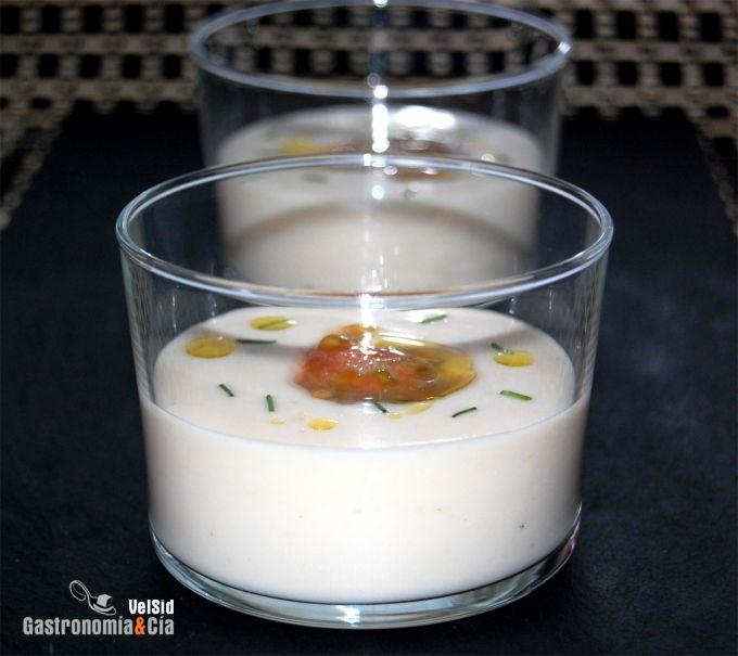 Sopa fría de judías blancas con caviar de tomate