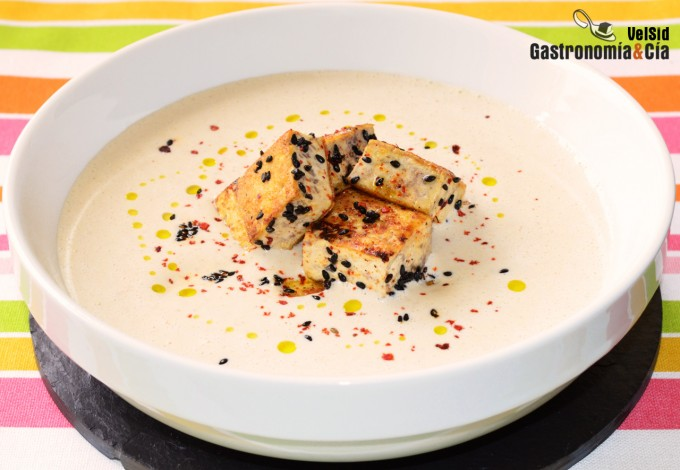 Sopa fría de tofu y almendras