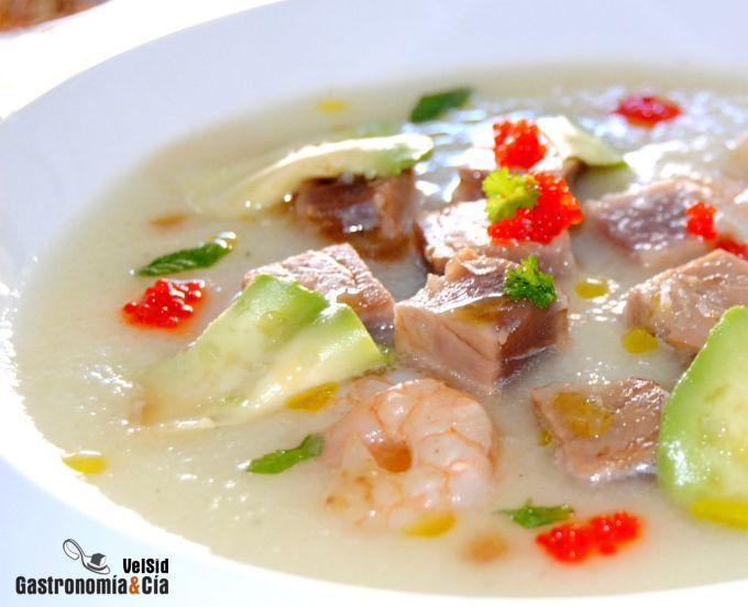 Sopa de melón al jengibre con atún teriyaki y aguacate