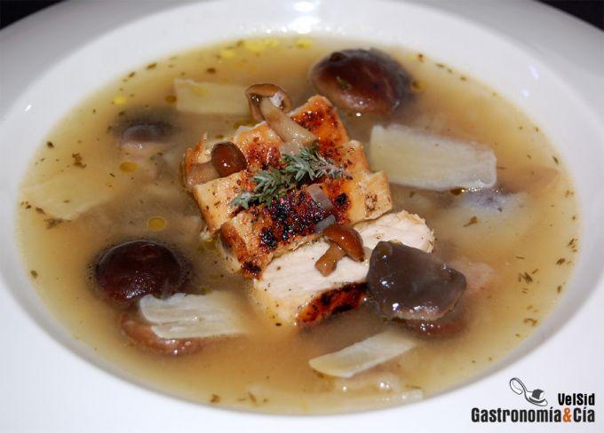 Sopa de setas y pollo