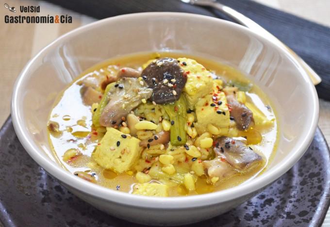 Sopa de tofu, trigo tierno y setas