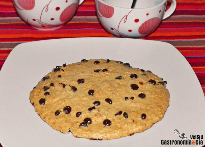 cookie de avena y chocolate en microondas