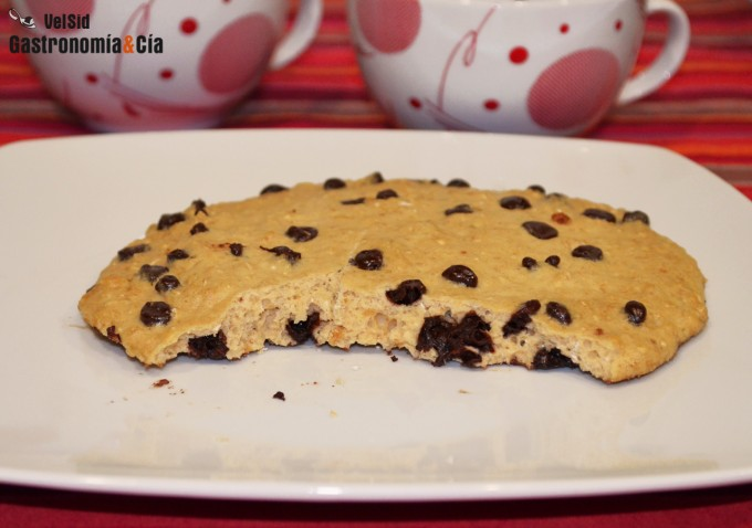 cookie de avena y chocolate en microondas