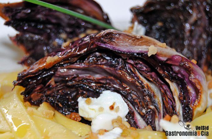 Tallarines con radicchio y salsa de avellana y miel