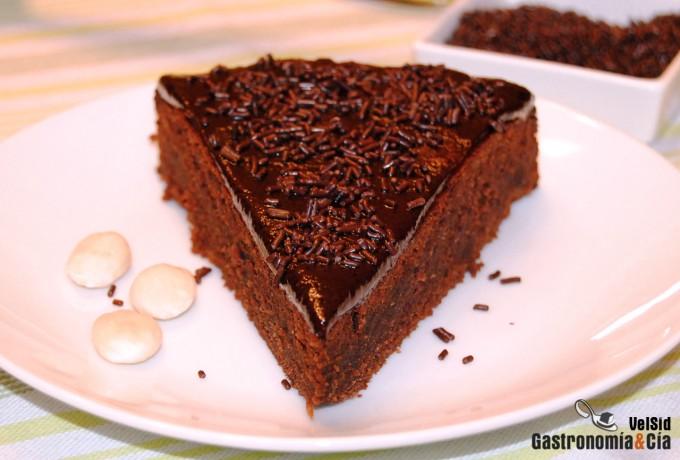 Tarta de chocolate, ron y almendras