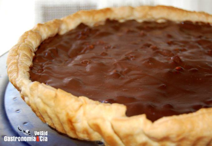 Tarta de hojaldre con ganache de chocolate y nueces