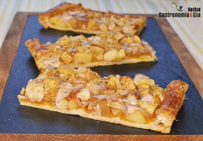 Tarta de manzana, caqui y almendra