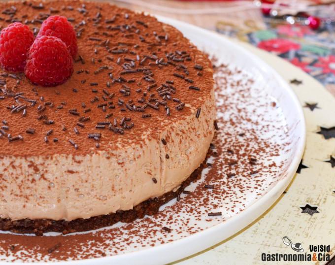 Tarta de queso y turrón con base de chocolate (sin horn