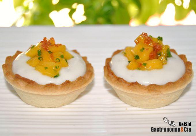 Tartaletas de gorgonzola y nectarina