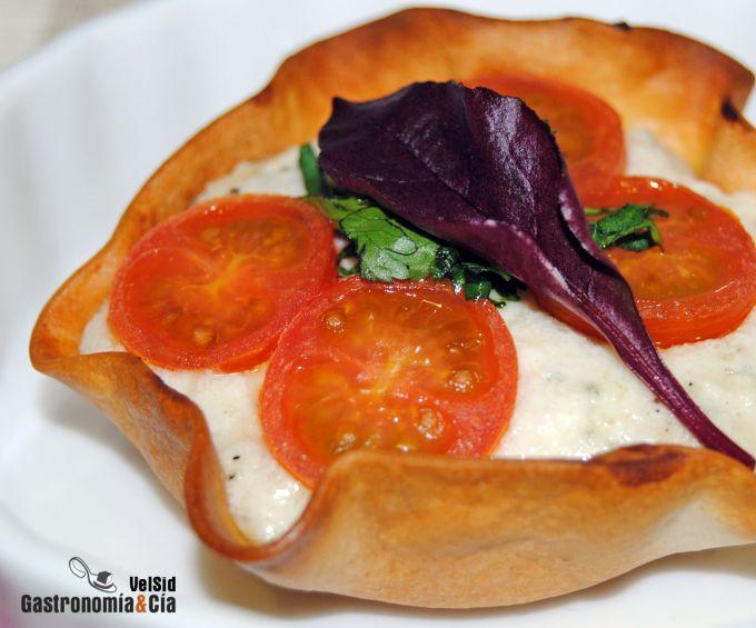 Tartaletas de gorgonzola y tomate cherry