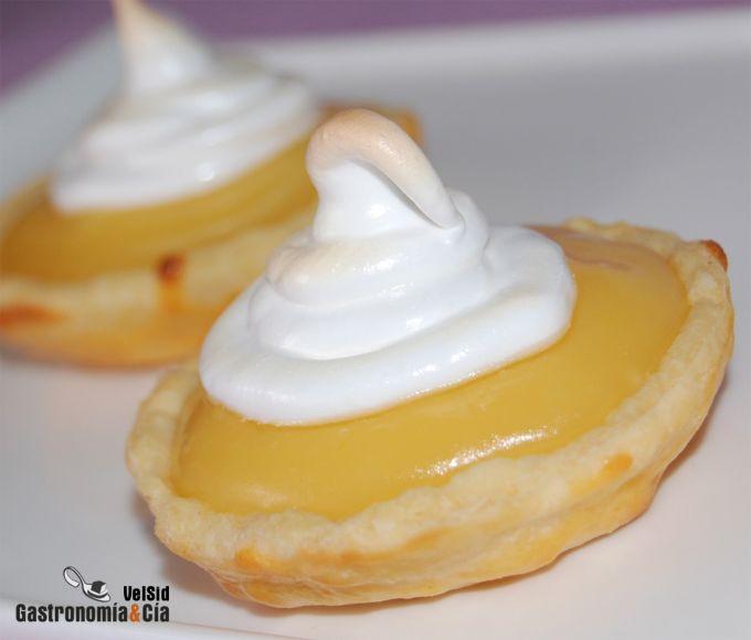 Tartaletas de crema de limón y merengue