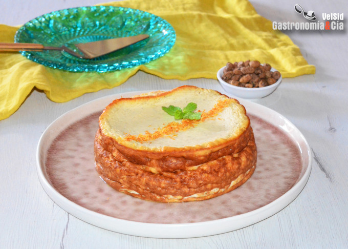 Tarta de queso al aroma de chufa y azahar