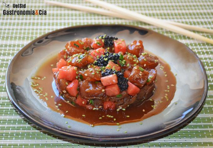 Tartar de atún y sandía con salsa teriyaki