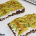 Tostadas con aguacate, requesón y za'atar