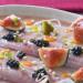 Anguila ahumada, higos y salsa romesco, una receta de t