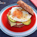Bocadillo de huevo y aguacate a la plancha