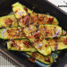Calabacines baby a la parrilla con parmesano vegano, pi