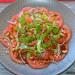 Ensalada de tomate rosa y pak choi con vinagreta de ter