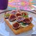 Gofres con queso fresco, higos y miel
