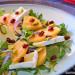 Ensalada de kaki, Camembert y pistachos
