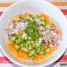 Nachos con carne, aguacate y melocotón