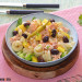 Ensalada de pasta con salmón y mango