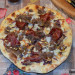 Pizza de champiñones, cecina y trufa
