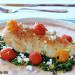 Pollo a la plancha con espinacas frescas y tomates conf