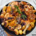 Pollo mariposa al horno, con patatas y mazorcas de maíz
