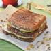 Sándwich caliente con cecina y manzana verde, un bocado