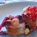 Solomillo de cerdo al cava con col lombarda y frutos ro