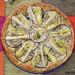 Tarta de berenjenas, puerros, queso brie y almendras