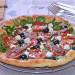 Tarta de hojaldre con espinacas, tomate y sardinas, una