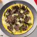 Tortilla abierta con espárragos, queso y trufa negra