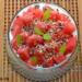 Yogur griego con sandía, semillas de cáñamo y sirope de