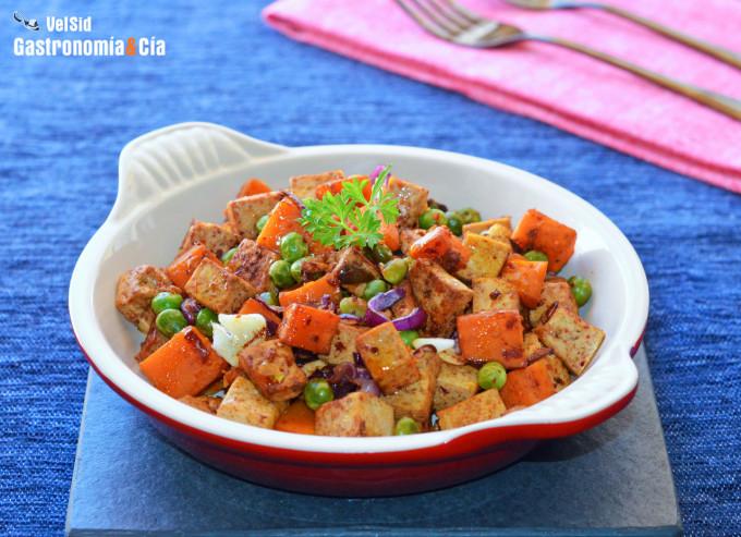 Salteado de tofu, calabaza y guisantes