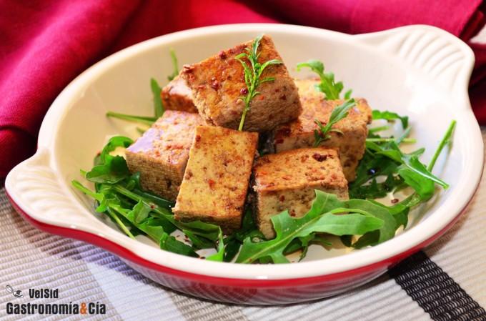 Tofu marinado con caldo de setas