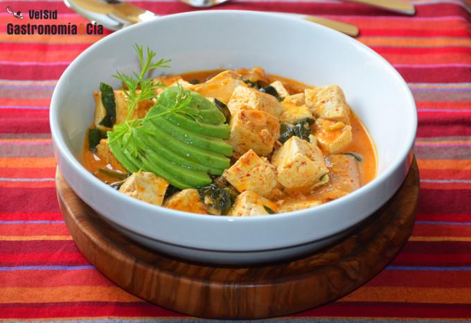 Tofu con kimchi y leche de coco