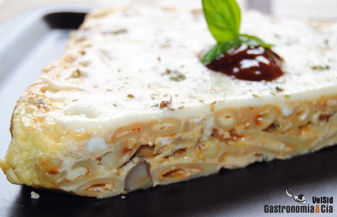 Tortilla de macarrones con setas