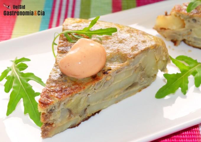 Tortilla de patatas, berenjena y anchoas