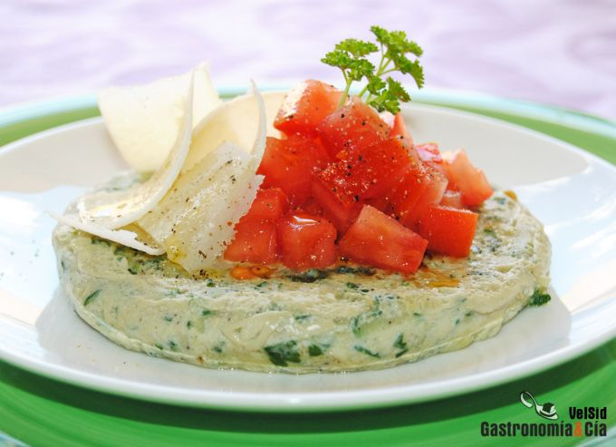 Tortillitas de calabacín con tomate concasse y parmesan