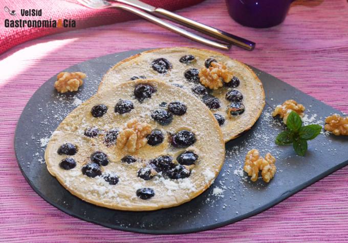 Tortitas de avena con arándanos frescos