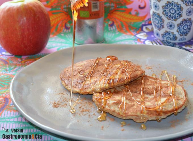 Tortitas de espelta con manzana y canela
